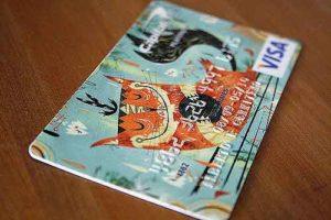 достоинства и недостатки дебетовых и кредитных карточек