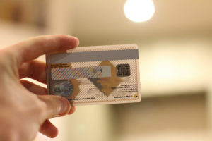 Как перекинуть деньги на телефон с карточки