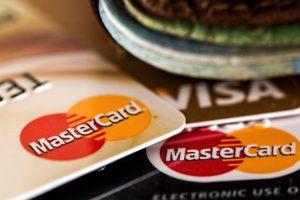 Как правильно совершать снятие наличных с кредитки?