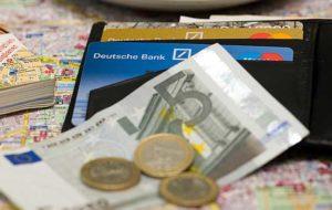 Как снять деньги с кредитки