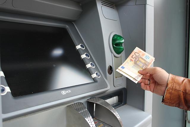 где можно снимать деньги с карты тинькофф