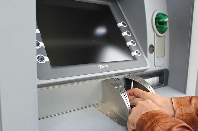 где снять деньги альфа банк без комиссии