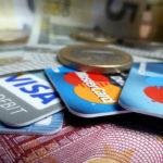 Какую банковскую карту лучше выбрать — кредитную или дебетовую, какой платежной системы?