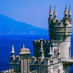 Работает ли в Крыму карта Мир и какую карту лучше взять с собой в отпуск?