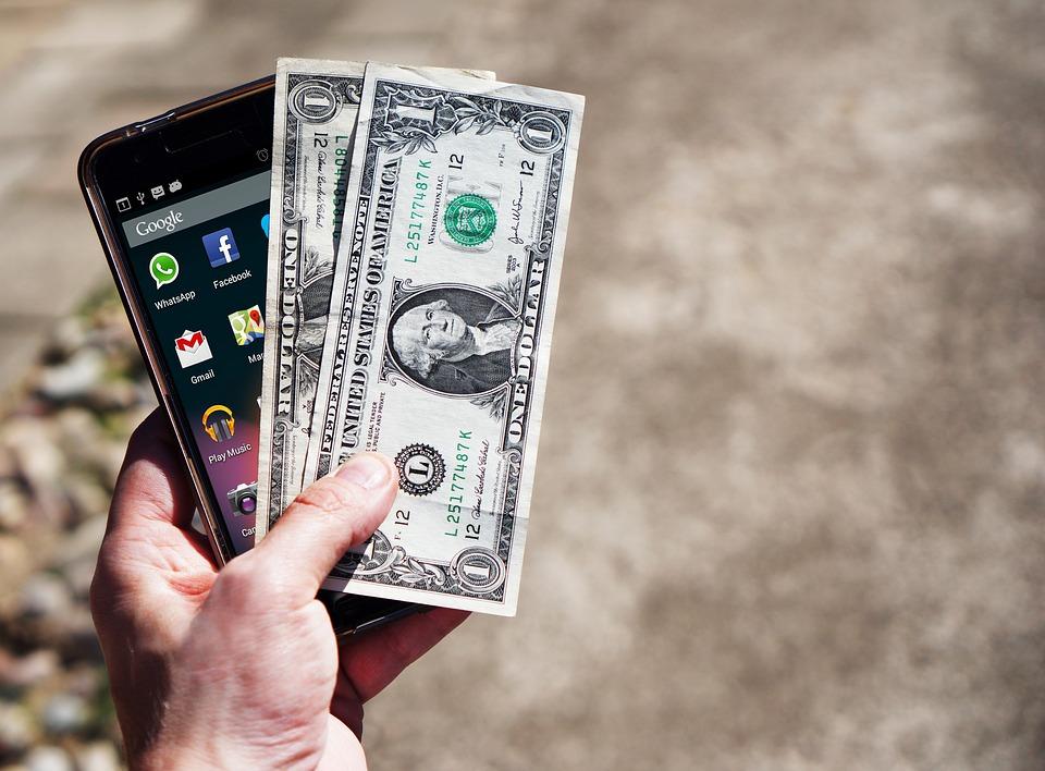 как можно снять деньги с телефона наличными