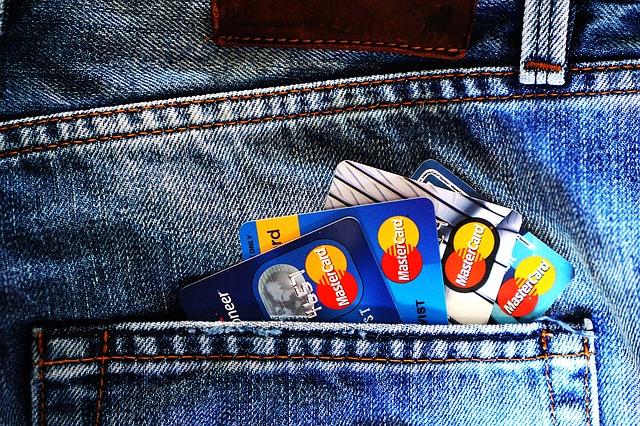 Что представляет из себя кредитная карта, с которой можно снимать деньги без процентов?