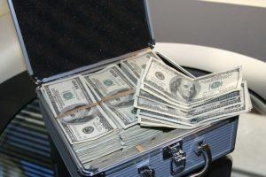 Как научиться экономить и откладывать деньги?
